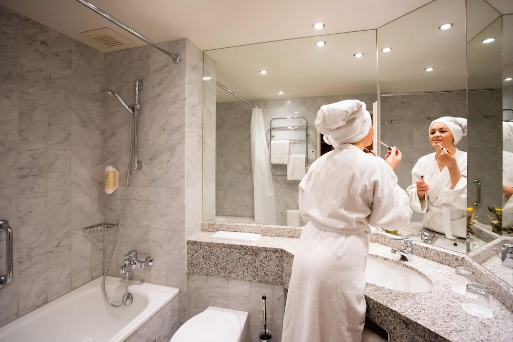 파크호텔 루에겐(Parkhotel Ruegen) Hotel Image 9 - Bathroom