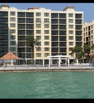 克利爾沃特海灘假日套房飯店 Holiday Inn Hotel & Suites Clearwater Beach