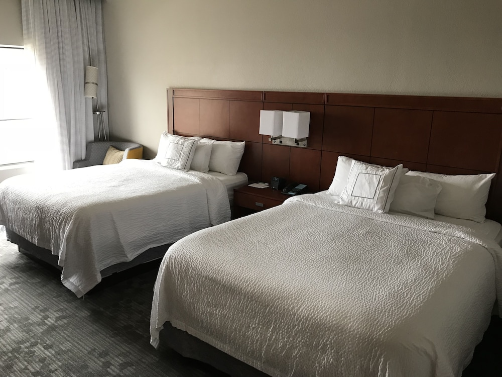 Room : Room, 2 Double Beds 9 of 75