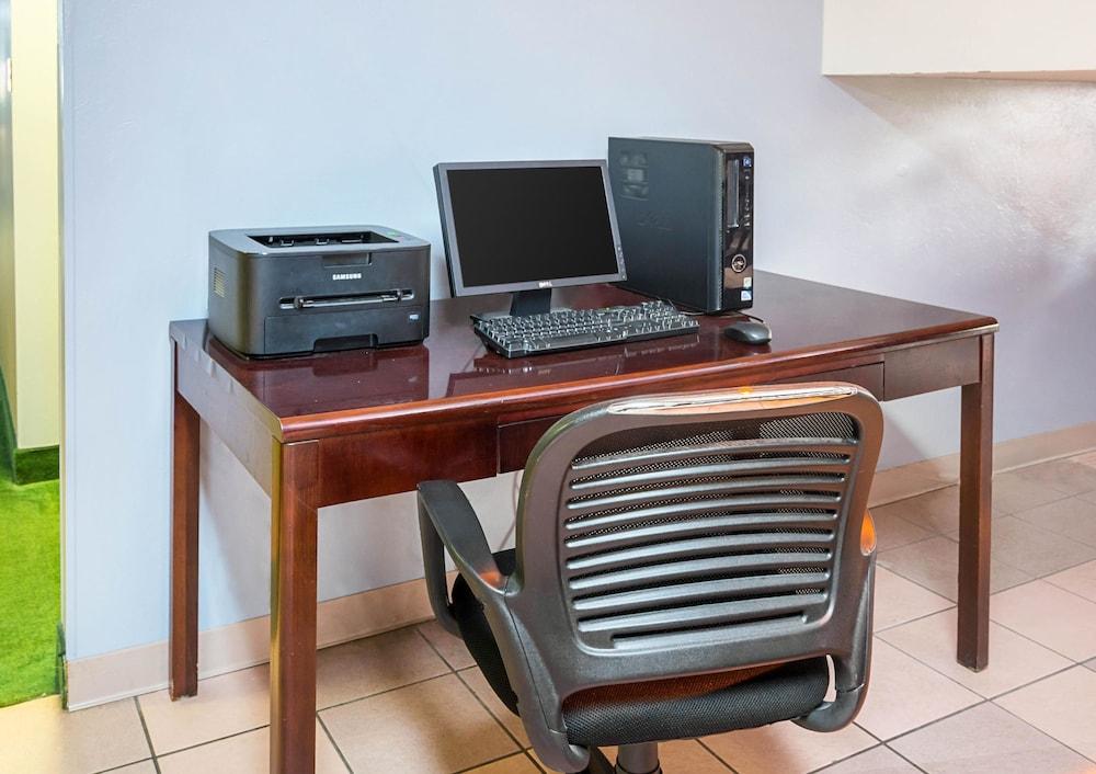 퀄리티 인 & 스위트(Quality Inn & Suites) Hotel Image 30 - Business Center