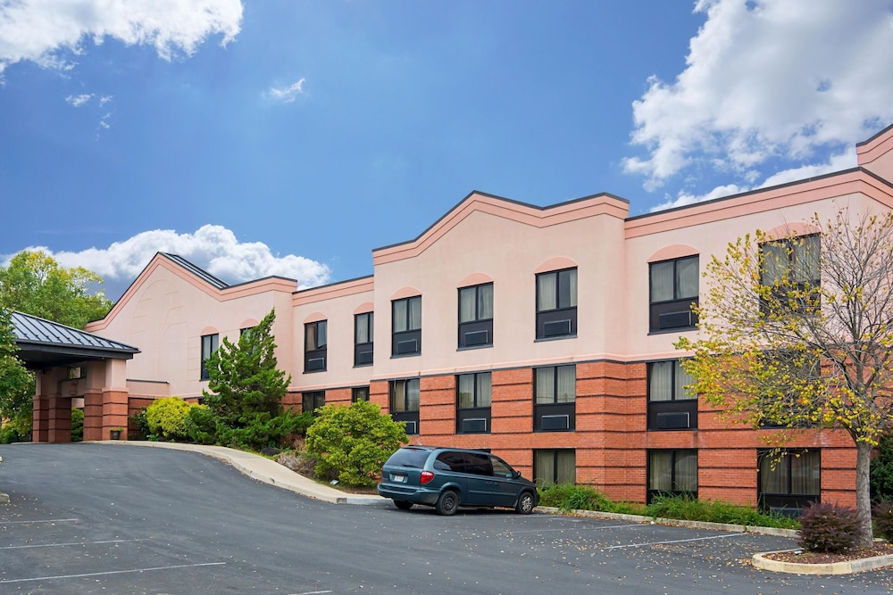 퀄리티 인 & 스위트(Quality Inn & Suites) Hotel Image 31 - Exterior