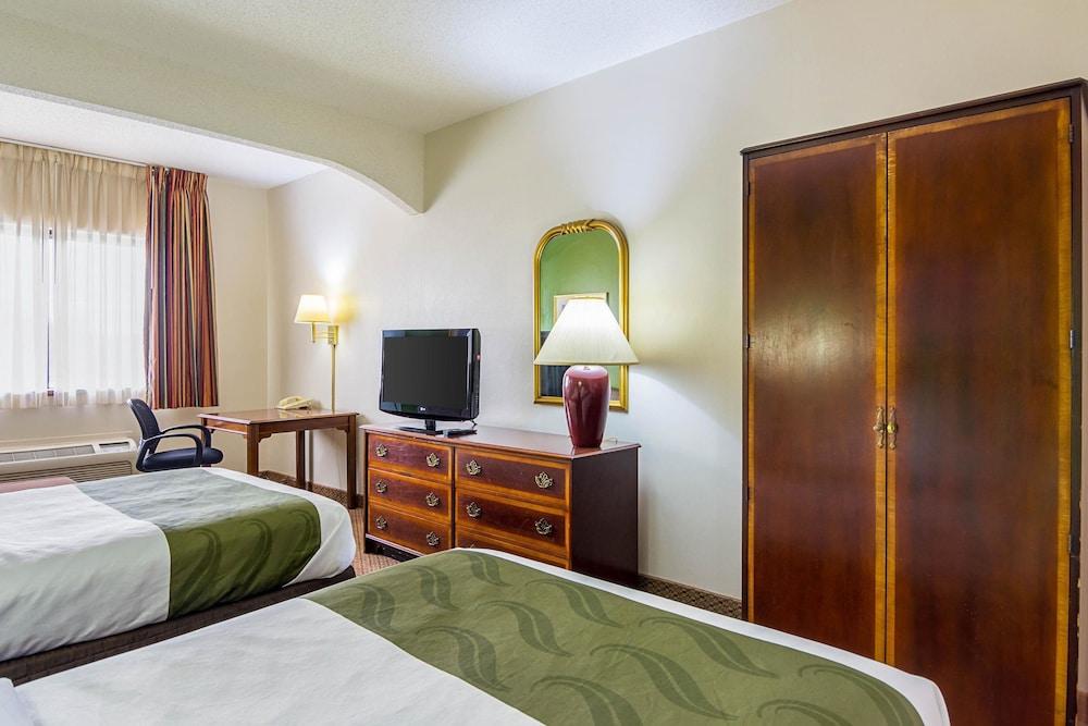 퀄리티 인 & 스위트(Quality Inn & Suites) Hotel Image 12 - Guestroom