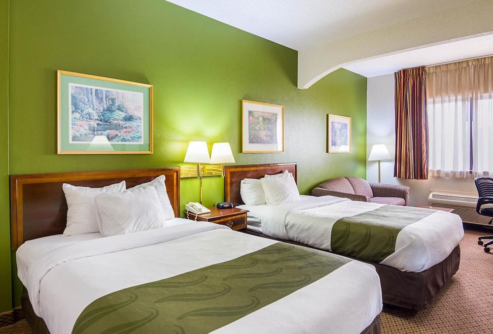 퀄리티 인 & 스위트(Quality Inn & Suites) Hotel Image 14 - Guestroom