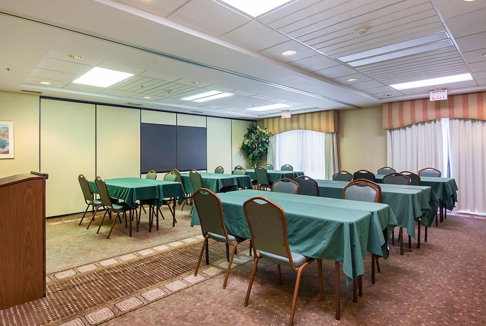 퀄리티 인 & 스위트(Quality Inn & Suites) Hotel Image 28 - Meeting Facility