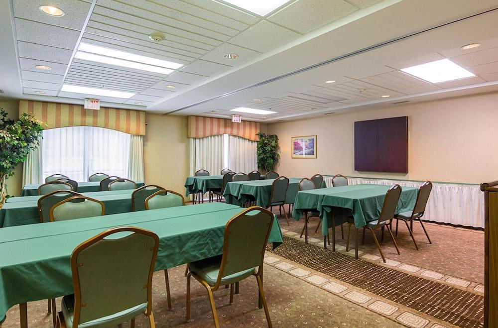 퀄리티 인 & 스위트(Quality Inn & Suites) Hotel Image 29 - Meeting Facility