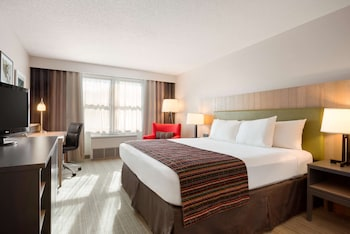 Suite, 1 King Bed, Non Smoking, Jetted Tub (CELEBRATION)