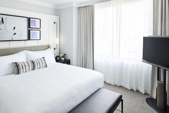 Deluxe Room, 1 Queen Bed (London Flat)