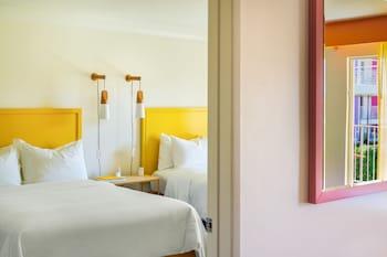 Suite, 2 Queen Beds, Patio, Poolside