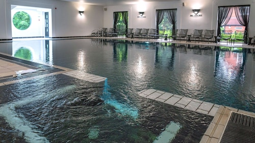 . Fairlawns Hotel and Spa