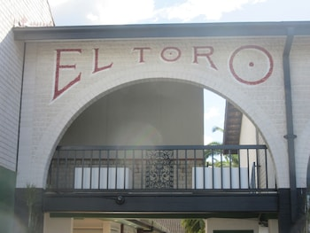Exterior at El Toro Motor Inn in Warwick Farm