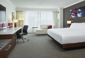 Club Room, 1 King Bed, Non Smoking, City View (Signature Club)