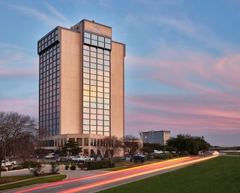 Hotel - Crowne Plaza Dallas Market Center