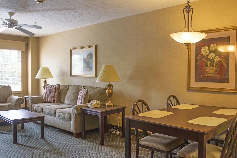 https://i.travelapi.com/hotels/1000000/30000/28100/28091/d02b0da8_z.jpg