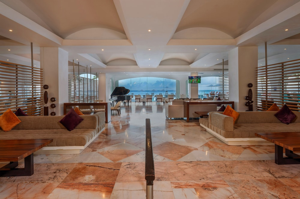 https://i.travelapi.com/hotels/1000000/30000/28200/28116/1a7ee286_z.jpg