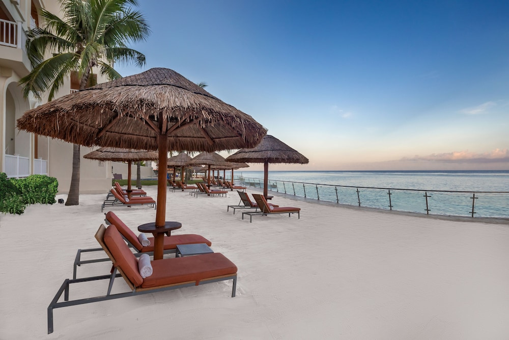 https://i.travelapi.com/hotels/1000000/30000/28200/28116/72d99880_z.jpg