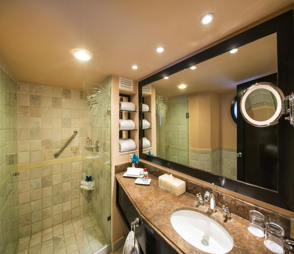 https://i.travelapi.com/hotels/1000000/30000/28200/28116/893b752d_z.jpg