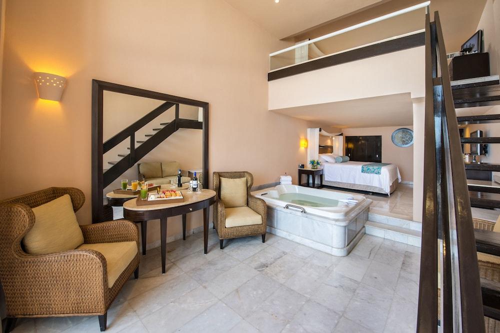 https://i.travelapi.com/hotels/1000000/30000/28200/28116/8f9a4869_z.jpg