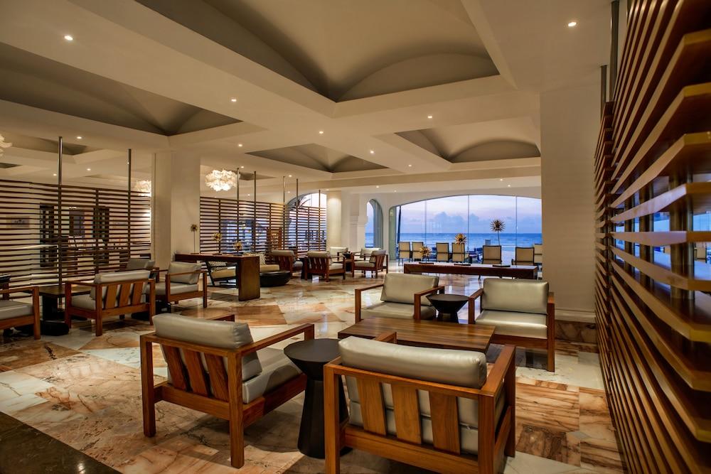 https://i.travelapi.com/hotels/1000000/30000/28200/28116/f29a7df6_z.jpg