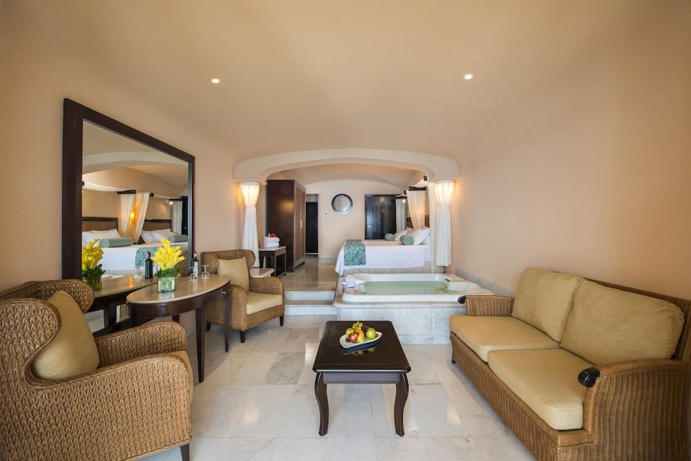 https://i.travelapi.com/hotels/1000000/30000/28200/28116/f41335a7_z.jpg