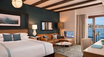 Junior Suite, 1 King Bed, Fireplace (Waterfront)