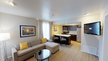 Signature Suite, 1 King Bed with Sofa bed, Accessible, Kitchen