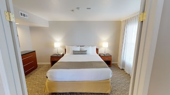 Signature Suite, 1 King Bed, Accessible, Kitchen