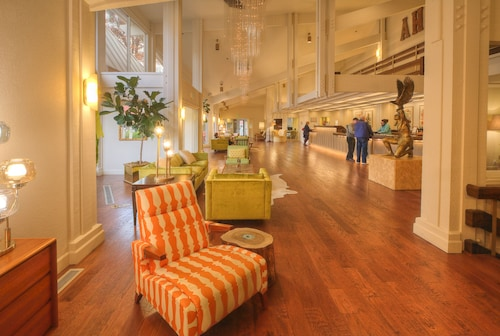 . Ashland Hills Hotel & Suites