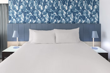 Guestroom at Vibe Hotel Gold Coast in Surfers Paradise
