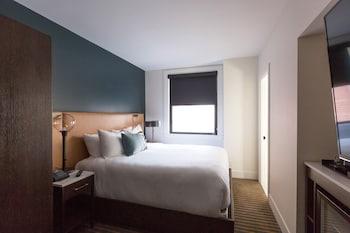 Deluxe Room, 1 Queen Bed, Accessible (2)