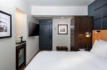 Standard Room, 1 King Bed (Floors 3-8)