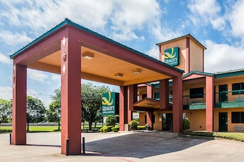 Exterior at Quality Inn & Suites Garland - East Dallas in Garland