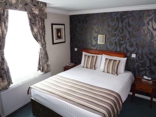 . Aston Court Hotel