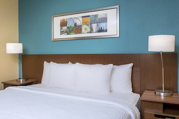 Victoria Vacations - Fairfield Inn & Suites Victoria - Property Image 1