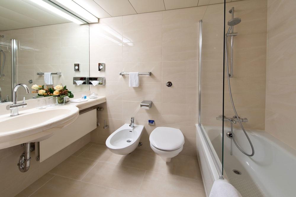 마리팀 에어포트 호텔 하노버(Maritim Airport Hotel Hannover) Hotel Image 14 - Bathroom