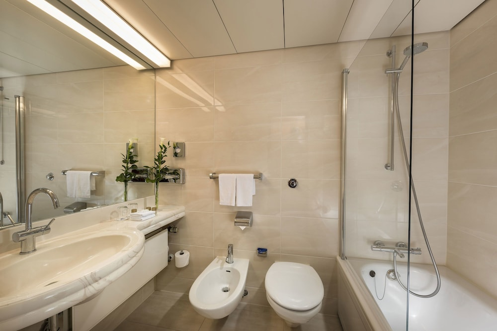 마리팀 에어포트 호텔 하노버(Maritim Airport Hotel Hannover) Hotel Image 30 - Bathroom