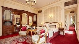 Hotel Raphael