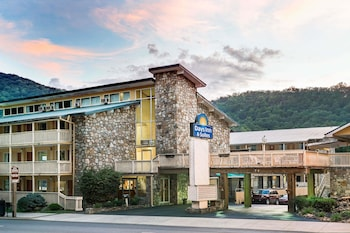Hotel - Days Inn & Suites by Wyndham Downtown Gatlinburg Parkway