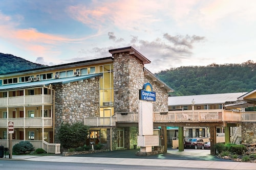 . Days Inn & Suites by Wyndham Downtown Gatlinburg Parkway