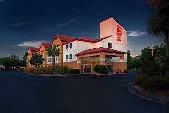Featured Image at Red Roof Inn & Suites Savannah Gateway in Savannah