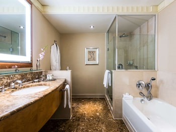 Suite, 1 Bedroom (Iconinc Building Skyscraper)