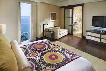 Premier Suite, 1 King Bed, View