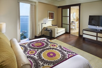 Premier Suite, 1 King Bed, Bay View