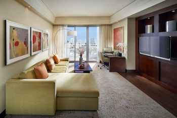 Skyline View, Suite, 1 King Bed, View