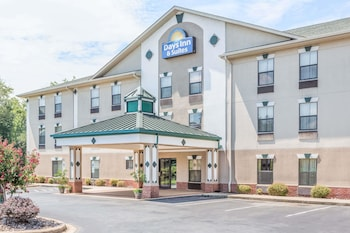 Hotel - Days Inn & Suites by Wyndham Morganton