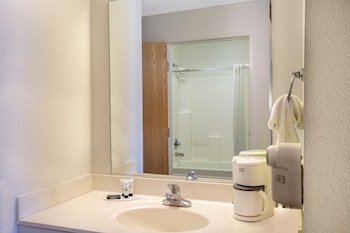 Ramada Limited Redding - Bathroom  - #0
