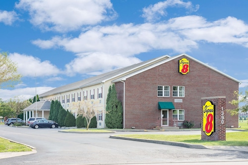 . Super 8 by Wyndham Maumee Perrysburg Toledo Area