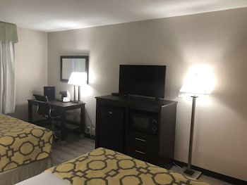 Guestroom at Baymont by Wyndham Phoenix I-10 near 51st Ave in Phoenix