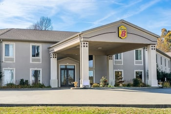 Super 8 By Wyndham Calvert City Kentucky Lake Area 13 9 Miles From Murray State University