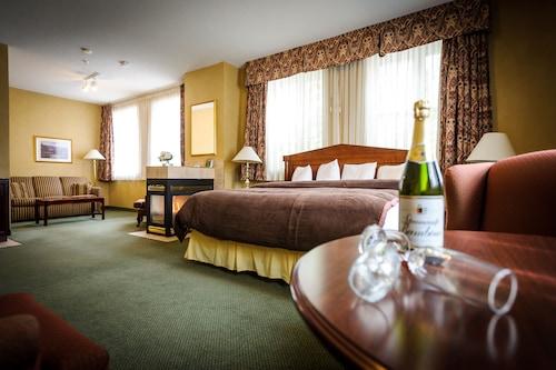 . Peterborough Inn & Suites Hotel