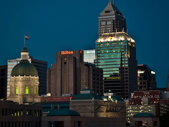 Hilton Indianapolis Hotel & Suites photo